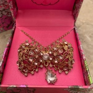 Betsey Johnson pin / necklace NWT